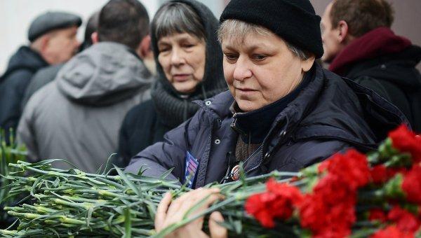 Жители Москвы у Сахаровского центра перед церемонией прощания с политиком Борисом Немцовым