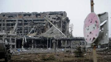Разрушенный в результате боевых действий аэропорт города Донецка