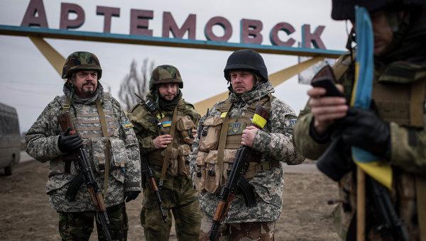 Украинские военнослужащие на окраине Артемовска. Архивное фото