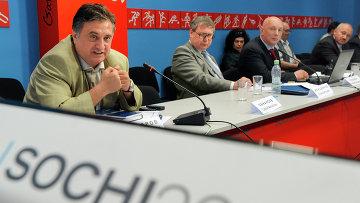 Член комитета Государственной Думы РФ по международным делам Семен Багдасаров (слева)