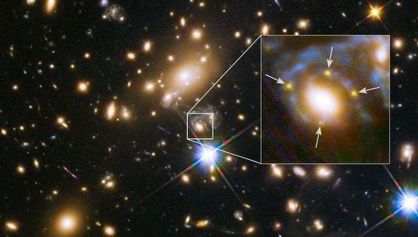 Фотография эйнштейновского креста в окрестностях скопления галактик MACS J1149.6+2223