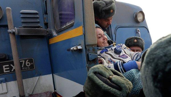 Космонавт Елена Серова вернулась на Землю