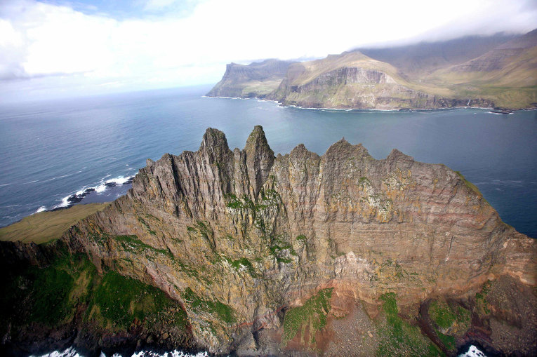 Вид с воздуха на остров Тиндхёльм, Фарерские острова