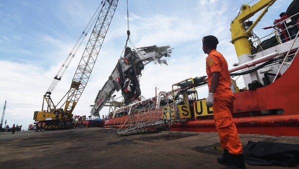 Фюзеляж разбившегося самолета AirAsia QZ8501