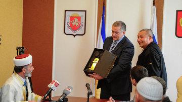 Глава Крыма Сергей Аксенов с паломниками