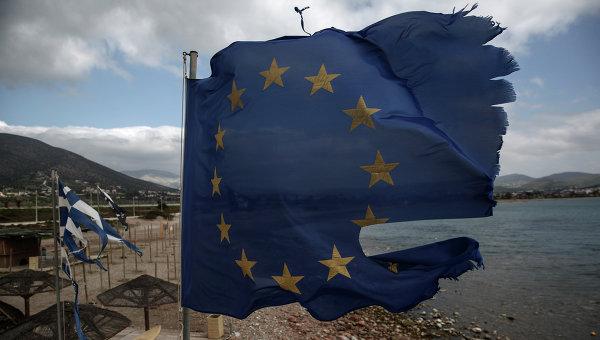 Порванный ветром флаг ЕС, архивное фото