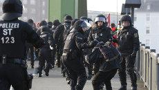 Акция протеста по случаю открытия во Франфурте-на-Майне нового офиса ЕЦБ