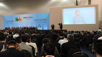 Пленарное заседание VI саммита стран БРИКС в Конгресс-центре города Форталеза, Бразилия