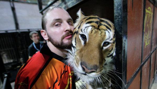 Эдгарда Запашного укусил тигр