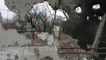 Кладбище, пострадавшее от обстрелов во время боевых действий в аэропорту города Донецка