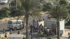 Жители Адена убегали от выстрелов во время атаки хуситов на город