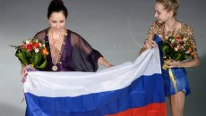 Россиянки Елизавета Туктамышева, завоевавшая золотую медаль, и Елена Радионова, завоевавшая бронзовую медаль