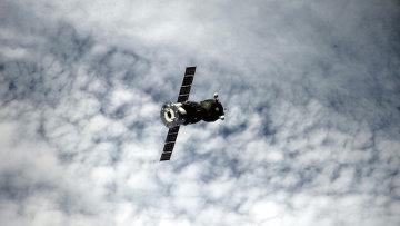 Космический корабль Союз ТМА-16М перед стыковкой с МКС. Архивное фото