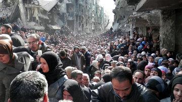Жители палестинского лагеря для беженцев Ярмук под Дамаском