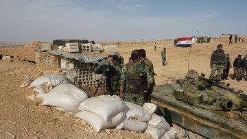 Солдаты на позиции возле города Маалула, Сирия. Архивное фото