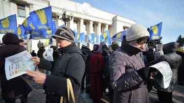 Сторонники партии Свобода во время митинга у здания Верховной рады Украины в Киеве. Архивное фото