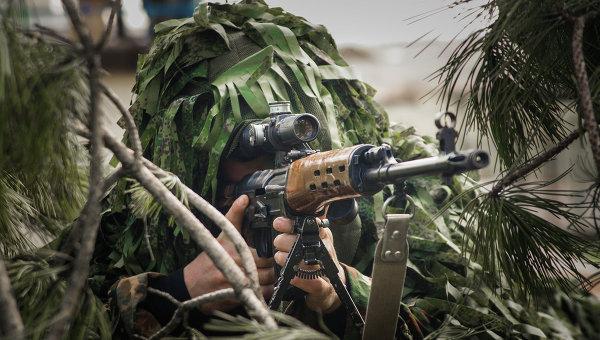 Военнослужащий во время учений. Архивное фото