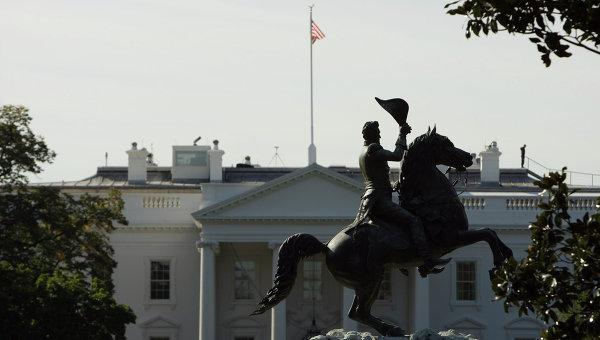 Памятник президенту Эндрю Джексону перед Белым домом в Вашингтоне. Архивное фото