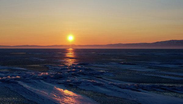 Закат на озере Байкал. Архивное фото
