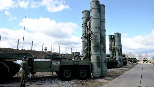 Зенитный ракетный комплекс Триумф С-400. Архивное фото