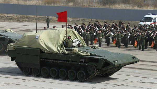 Бронированная боевая машина на тяжелой гусеничной платформе Армата во время репетиции парада Победы в Московской области. Архивное фото