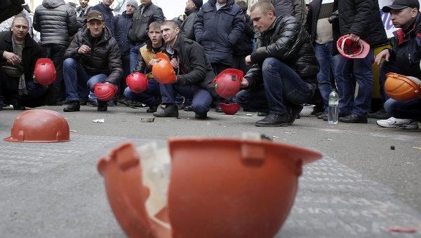 Шахтеры во время акции протеста. Архивное фото