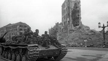 Советский танк на улице Берлина. Архивное фото