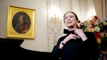 Балерина и хореограф Майя Плисецкая, удостоенная звания офицера Ордена Почетного легиона. Архив
