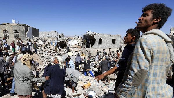 Дома в одном из жилых районов столицы Йемена Саны, разрушенные в результате авианалета ВВС коалиции во главе с Саудовской Аравией. Архивное фото