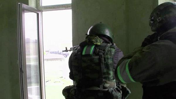Дагестанская полиция во время спецоперации в Махачкале. Архивное фото