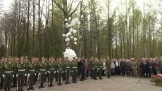 Кадры церемонии захоронения останков 164 советских солдат под Петербургом