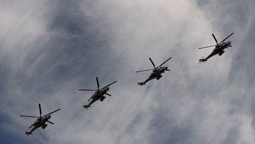 Ударные вертолеты Ми-35 во время военного парада в ознаменование 70-летия Победы в Великой Отечественной войне