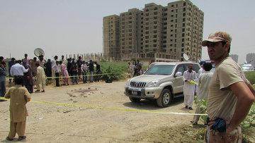 Полиция на месте обстрела автобуса в Пакистане. Карачи, 13 мая 2015