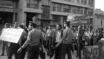 Антиалкогольная демонстрация на Пушкинской площади. Архивное фото