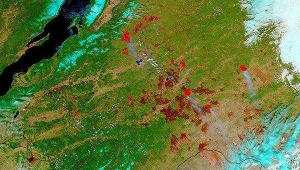 Карта прошлогодних и сегодняшних пожаров. Темно-вишневыми точками отмечены следы прошлогодних пожаров