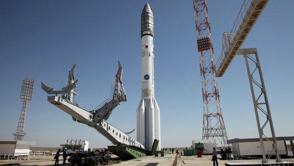 Ракета Протон-М перед стартом на космодроме Байконур, Казахстан