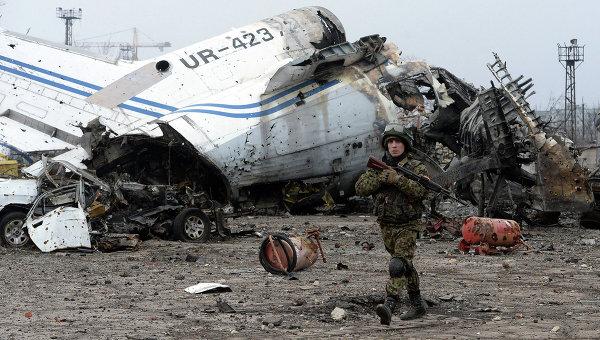 Ополченец ДНР в аэропорту Донецка. Архивное фото