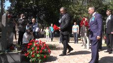 Крымчане выпустили в небо сотни голубых шаров в память о жертвах депортации