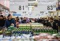 """Посетители в гипермаркете """"Лента"""" в Великом Новгороде"""