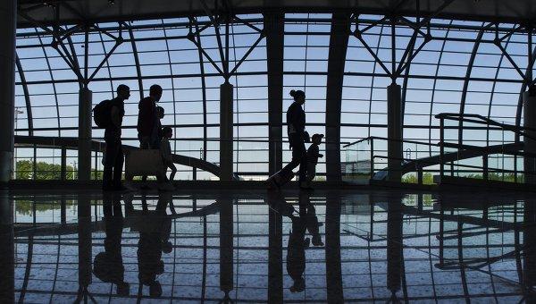 Туристы в аэропорту. Архивное фото