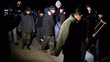Обмен пленными между ополченцами и украинскими силовикам. Архивное фото