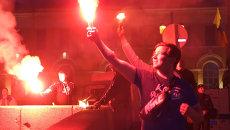 Фанаты зажгли тысячи файеров вдоль Невы на праздновании 90-летия ФК Зенит