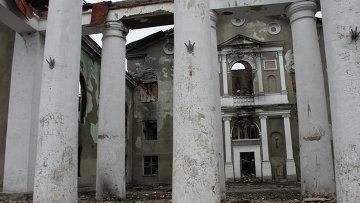 Разрушенное здание в Дебальцево. Архивное фото.