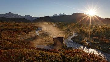 Рассвет у Налычевских термальных источников на реке Горячей в природном парке Вулканы Камчатки, кластер - природный парк Налычево. Архивное фото