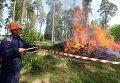 Сотрудник лесной охраны тушит пожар в рамках командно-штабных учений МЧС в Зеленодольске