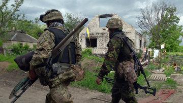 Украинские военнослужащие на позициях в районе Донецка. Архивное фото