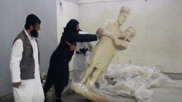 Боевики Исламского Государства рушат статуи в музее Ниневия в Мосуле, Ирак