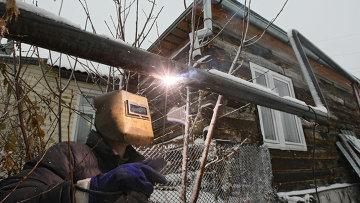 Монтаж газопровода в частном секторе Новосибирска. Архивное фото