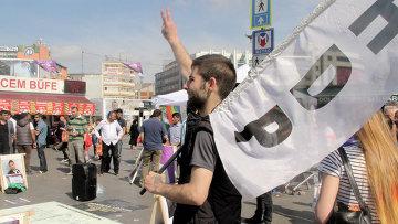 Сторонник прокурдской Народно Демократической партии в Стамбуле, Турция