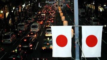 Флаги Японии на улице Токио. Архивное фото